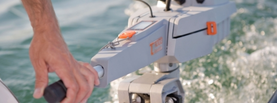 Torqeedo travel 1003 and 1103 come in either long hsaft or shiort shaft models. this blog describes the tirqeedo traevel 1103 and travel 1003 electric outboard engines and also describes how the torqeedo travel electruc outboard engines are very environmentally friendly outboard motors that are quiet and great for the environment. The torqeedo electric travel engines shown here in photo, videos and images are great for family friendly boating in either the UK or Med. The torqeedo travel 1103 is new f